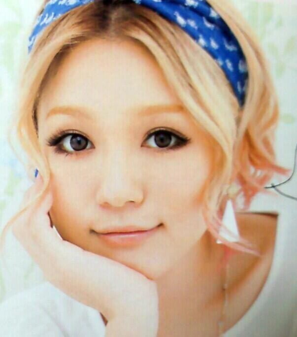 平成の歌姫・西野カナ、華麗な歌声の裏に隠された父親の秘密?!のサムネイル画像