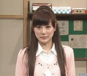 話題の美女芸人、小杉まりもに付きまとう
