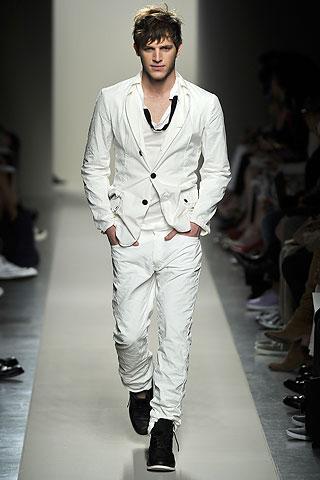 【注目】ネットで人気のメンズ最新ファッション情報をお届けしますのサムネイル画像
