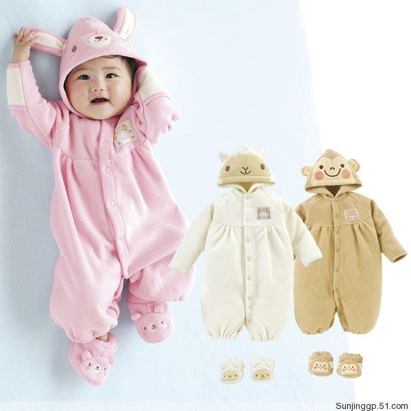これから赤ちゃんを迎える方必見!新生児の服は何が必要??のサムネイル画像