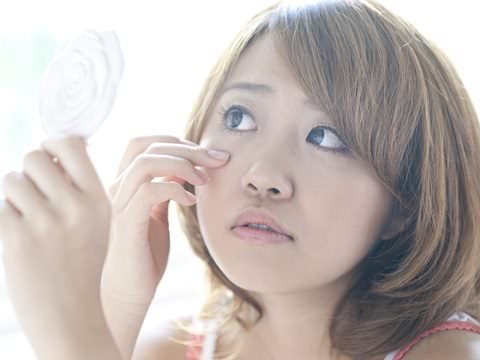 老け顔の代表!目元のたるみは女性の敵!目元のたるみの原因と対策のサムネイル画像