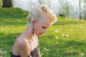 髪を脱色してキレイに明るくする方法と脱色後のダブルカラーについてのサムネイル画像