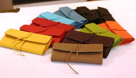 金運が上がるというけど・・・。 財布の各色の特徴は様々!!のサムネイル画像