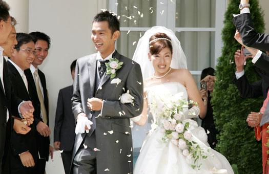 結婚式のお呼ばれヘアスタイル悩みませんか?そんな時はこれ!のサムネイル画像