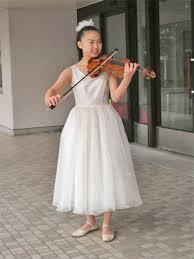 演奏会で映えるドレスって何色?会場の大きさでドレスを変えるの?のサムネイル画像
