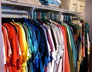 グッズも必要なし!つるす収納で、自然と洋服を整理整頓できる!のサムネイル画像