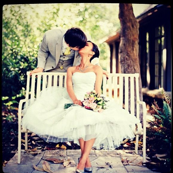 ミニ丈ドレスが今の気分!ミニのウェディングドレスをご紹介!のサムネイル画像