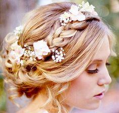 ウエディングの鍵は髪型にあり!誰より可愛い髪型一覧大公開!!のサムネイル画像