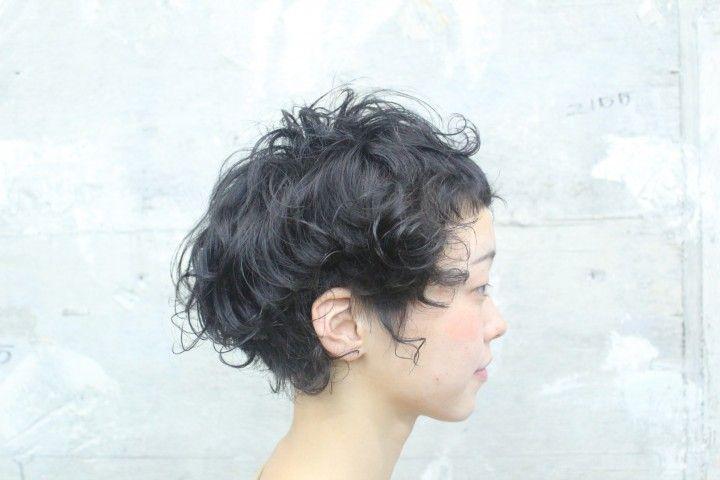 ショートヘアは楽チンかつ個性的なパーマスタイルで楽しむ!のサムネイル画像