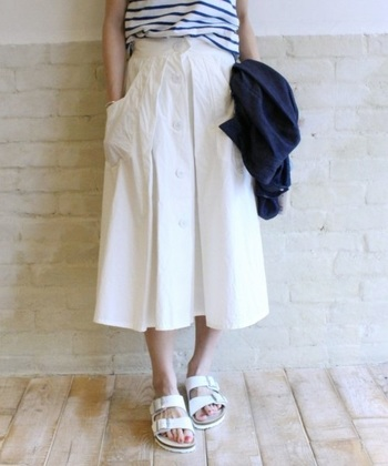 【白スカートのコーデ特集!】上手に白スカートを着こなす方法のサムネイル画像