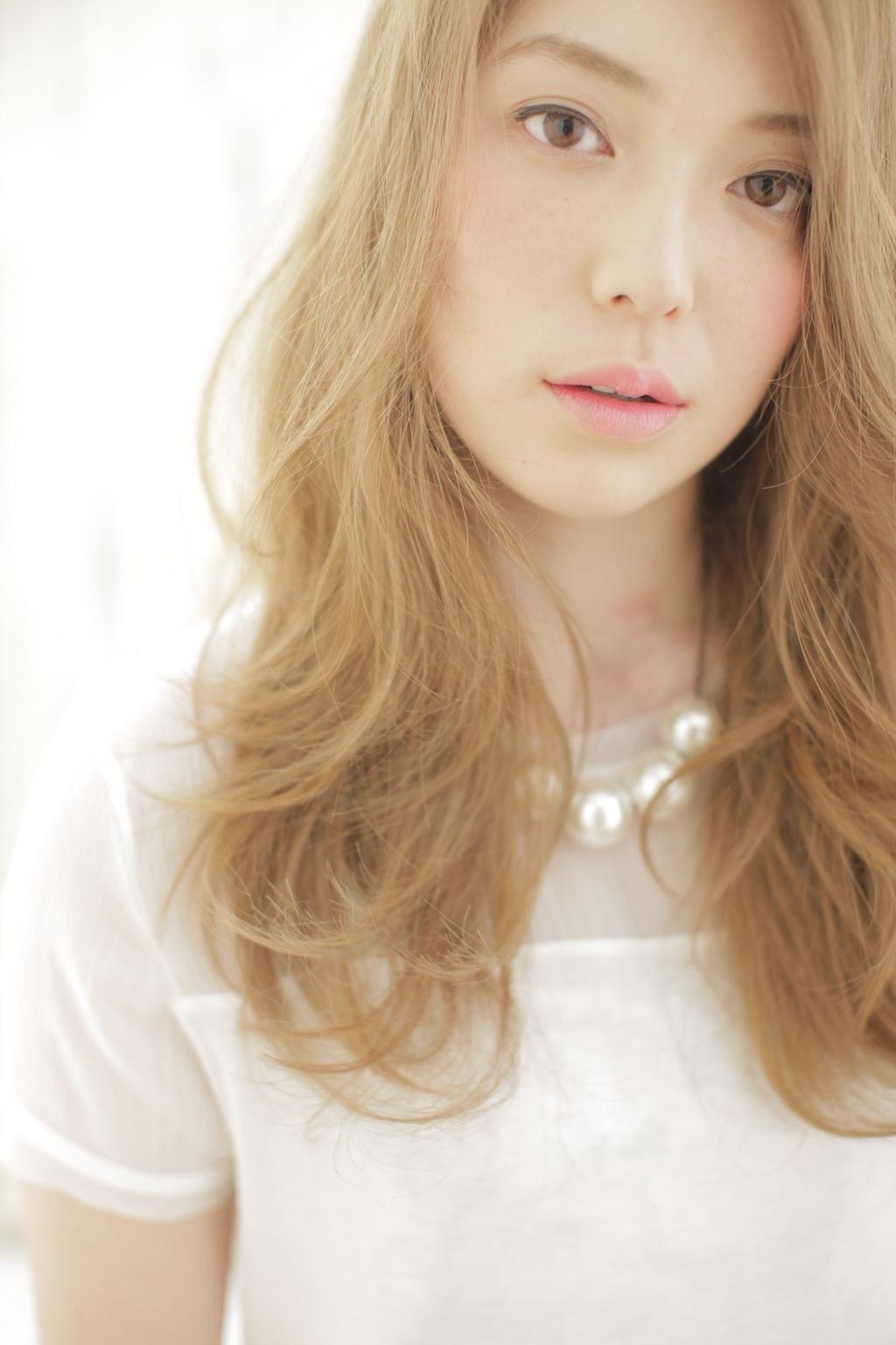 秋冬は柔らかベージュの髪色で女性らしさをアップさせちゃおう!のサムネイル画像