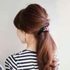 ロングヘアだからこそ、簡単なまとめ髪でさらに女っぷりを上げる!のサムネイル画像