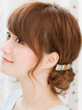 ミディアムヘアを簡単ヘアアレンジして可愛くしちゃおう!!のサムネイル画像