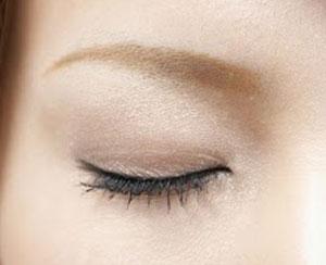 カラーリングした髪に合わせて眉毛も染めよう!眉毛の染め方とは?のサムネイル画像
