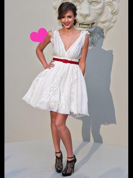 あれっ!?白ワンピースコーデって超可愛い!大人女子のマストハブ!のサムネイル画像