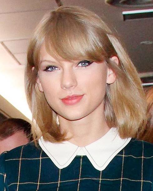 ブロンドカラーが魅力的な歌手テイラー・スウィフトの髪型まとめのサムネイル画像