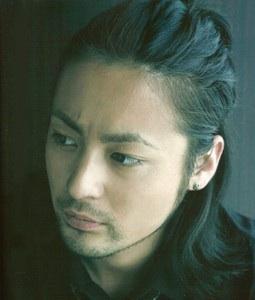 【超演技派俳優・山田孝之】ワイルド&かっこいい写真を集めてみたのサムネイル画像