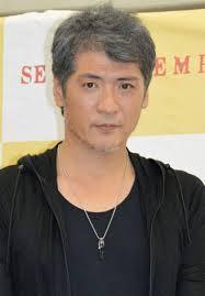 逆三角形の体で一世を風靡した吉川晃司さんが渋い白髪に!!のサムネイル画像