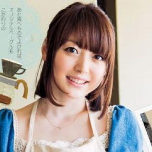 アフレコ現場でも大人気!声優・花澤香菜のテレビ出演まとめのサムネイル画像