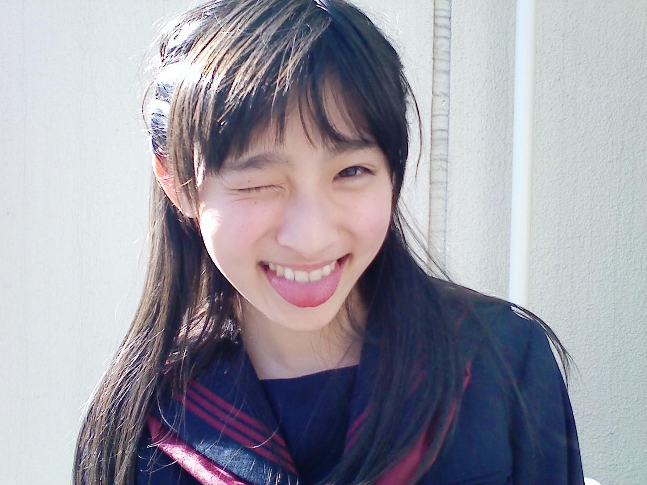 キレイに成長したと評判♪吉田里琴ちゃんの現在が知りたい!のサムネイル画像