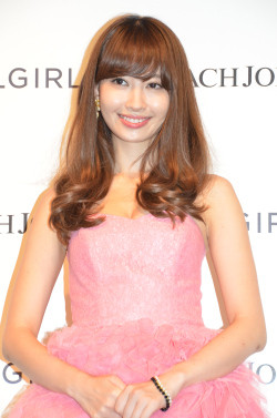 【画像あり】小嶋陽菜のかわいい画像!ファッションも参考にしたい!のサムネイル画像