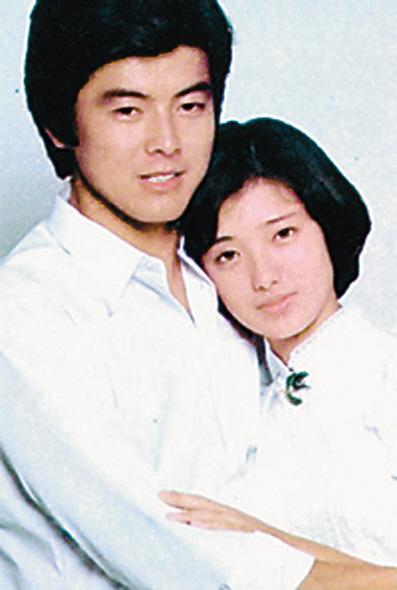 夫婦仲は未だに良好。三浦友和と山口百恵の現在の夫婦生活とはのサムネイル画像