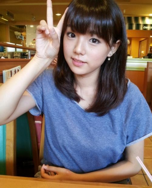 グラビアアイドルの篠崎愛は歌手として成功できるか? 歌唱力抜群のサムネイル画像
