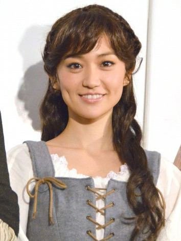 素敵な笑顔が魅力的な大島優子さん。本当の性格は男っぽい?のサムネイル画像