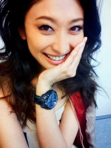山田優の母・美加子も現役モデル!美しさを保つ秘訣と親子関係のサムネイル画像