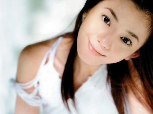 華原朋美さんの現在☆激動の人生を生きてきた彼女のヒストリー☆のサムネイル画像