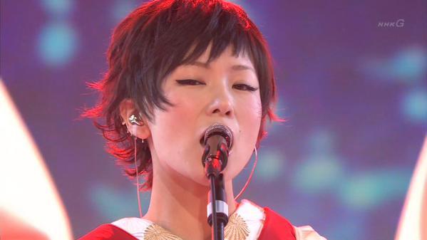 【画像集】椎名林檎は歌だけではなく着ている衣装にも注目せよ!のサムネイル画像