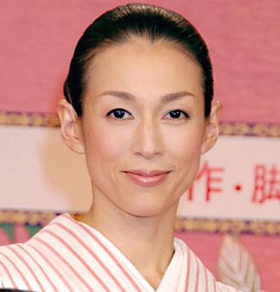 美人すぎる女優!鈴木保奈美は子だくさんの肝っ玉母ちゃんだった?!のサムネイル画像