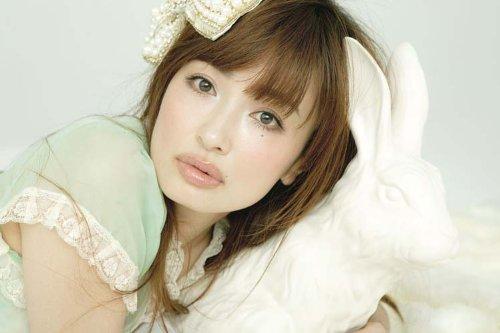 美人モデル!平子理沙・マシュマロ美肌をつくるスキンケア方法とは?のサムネイル画像