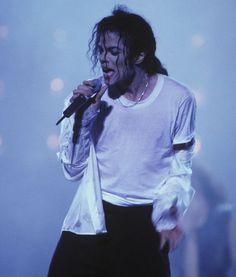 マイケル・ジャクソンの身長は?過去の画像と共に検証してみたのサムネイル画像