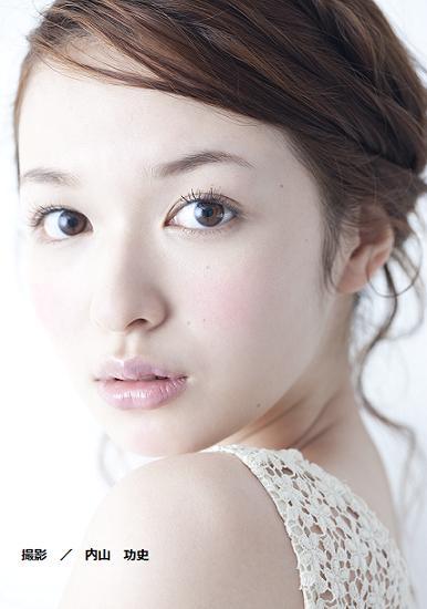 今大人気のモデル・森絵梨佳さんのナチュラルメイクをまとめます!のサムネイル画像