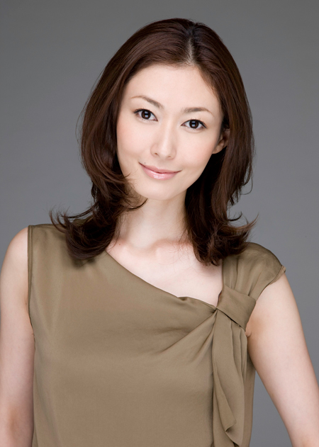 圧倒的人気!田丸麻紀さん愛用の私服コーディネート術を公開します!のサムネイル画像