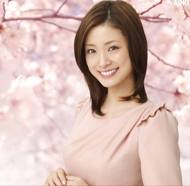 今回は大人気・上戸彩さんの誰からも愛されるメイクを紹介します!のサムネイル画像