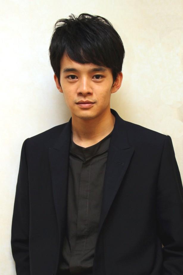 【演技派】いろんなドラマで話題の池松壮亮さんが熱愛?【イケメン】のサムネイル画像