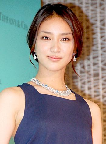 多くの映画でヒロイン役として出演多数の人気女優、武井咲さんのサムネイル画像