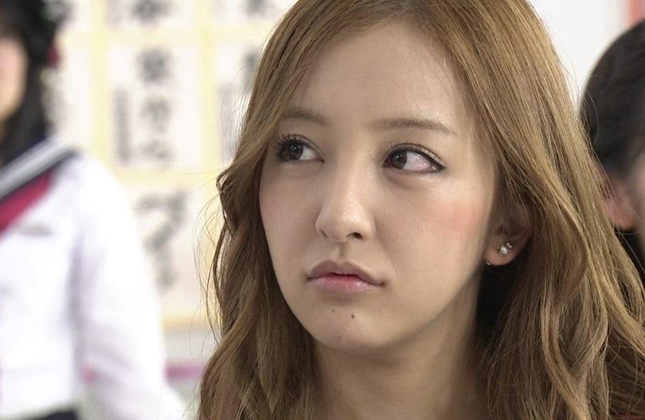 元AKB48板野友美さんの「結婚」の噂?歴代交際相手について迫る!のサムネイル画像