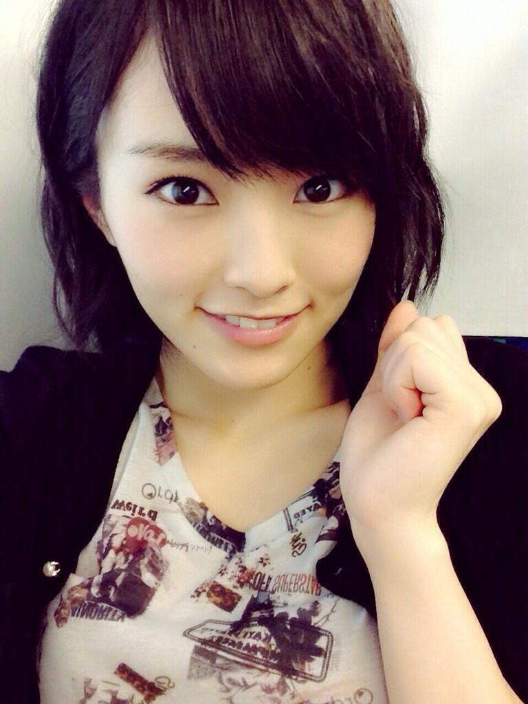 NMB48の山本彩さんの両耳ピアスの穴の数が多いとネットで話題!?のサムネイル画像
