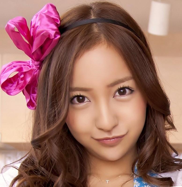 【元AKBメンバー】板野友美すっぴんでもやっぱり美人だった!のサムネイル画像