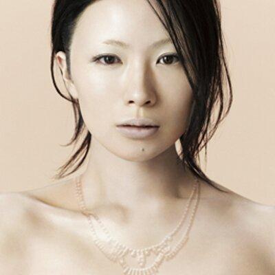 ギターが似合うシンガーソングライターといえばやっぱり椎名林檎!のサムネイル画像