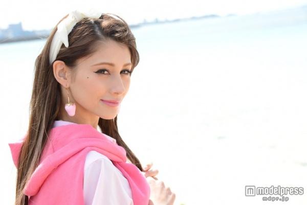 ダレノガレ明美には超イケメンの兄がいた!日本で庭師をやっている?のサムネイル画像