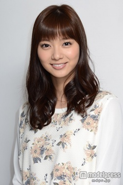 新川優愛が「35歳の高校生」に出演!実際に通っていた高校は?のサムネイル画像