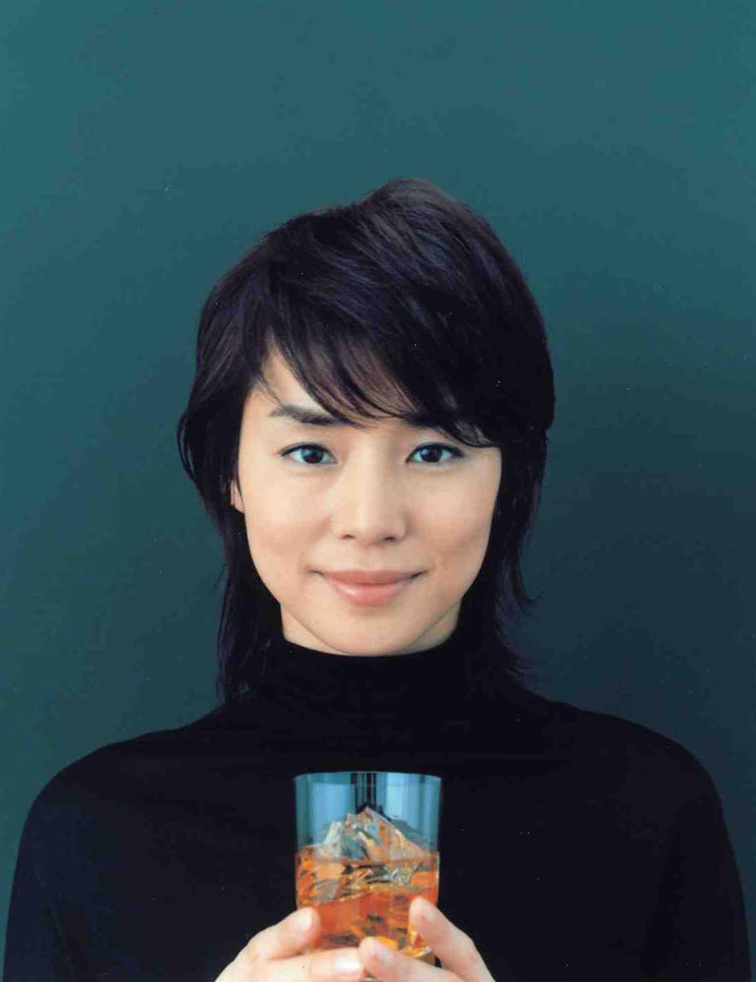 同世代の憧れ!年齢を重ねるごとに美しくなる石田ゆり子さん画像集のサムネイル画像
