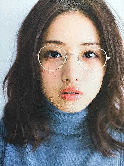 女優・石原さとみさん風の眉毛が大人気?!眉毛の変化を紹介します!のサムネイル画像