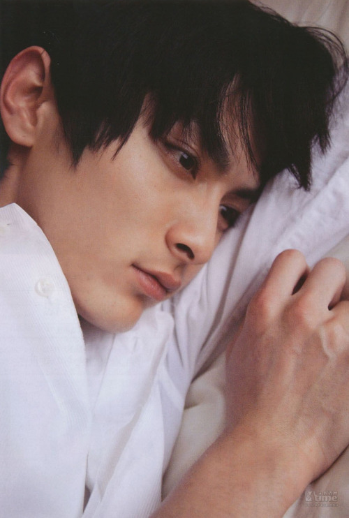 月9『いつ恋』に出演中イケメン俳優の高良健吾さん。意外な役も!?のサムネイル画像
