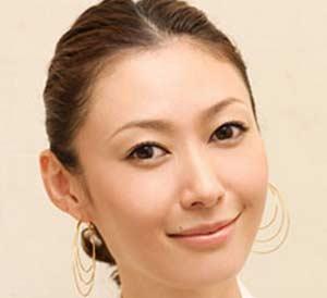仕事も子育ても、スタイリッシュにキメる!田丸麻紀の髪型まとめのサムネイル画像