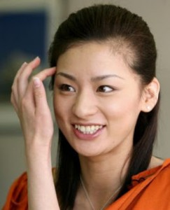 とにかく明るい!!尾野真千子はスタッフや共演者から評判のいい性格のサムネイル画像